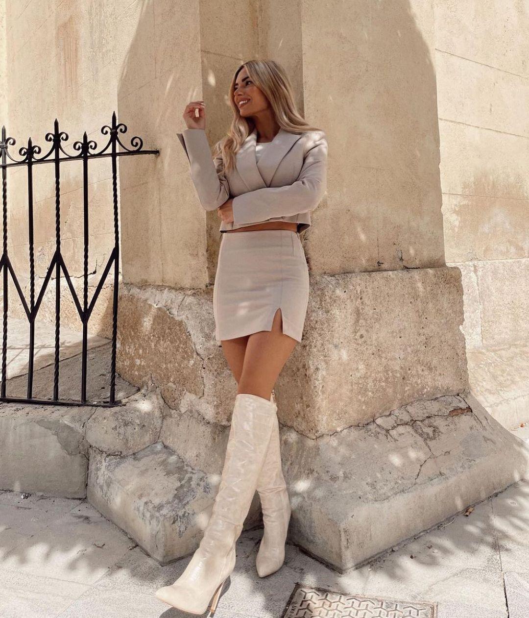 split mini skirt de Zara sur zarastreetstyle