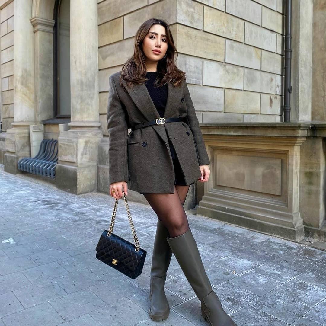 gummed flat boots de Zara sur mangooutfits