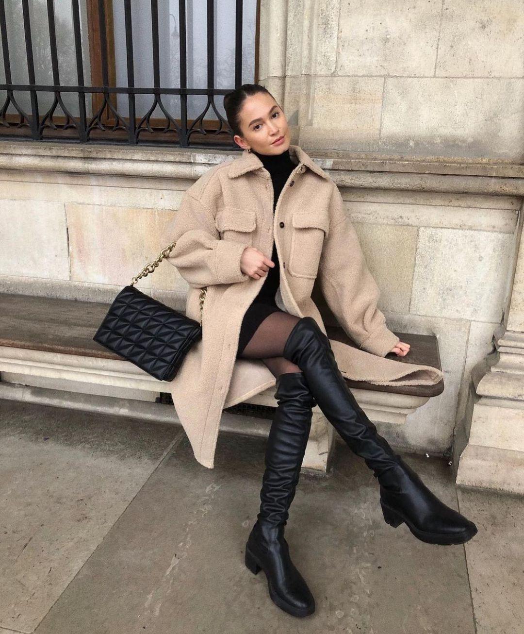 high upper elastic flat boots de Zara sur zarastreetstyle