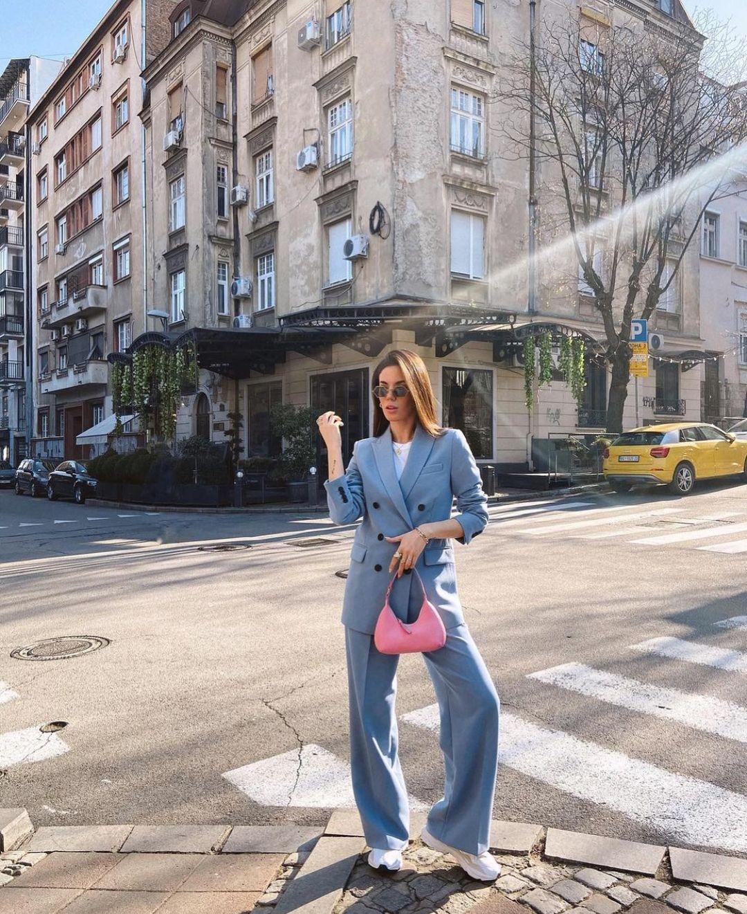 wide leg trousers de Zara sur zarastreetstyle