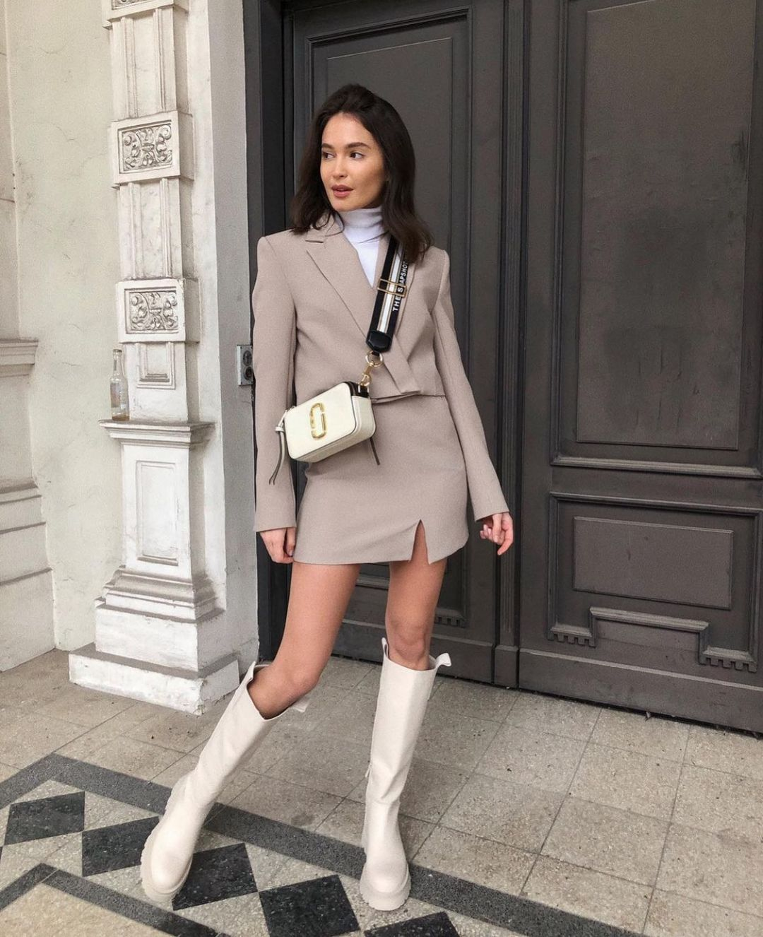 short jacket de Zara sur zarastreetstyle
