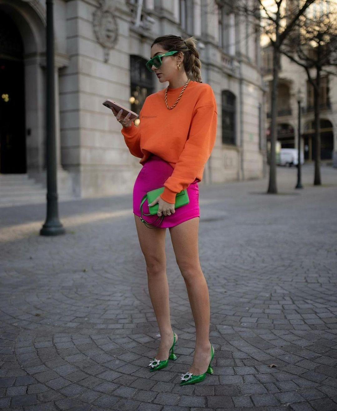 satin mini skirt de Zara sur zarastreetstyle