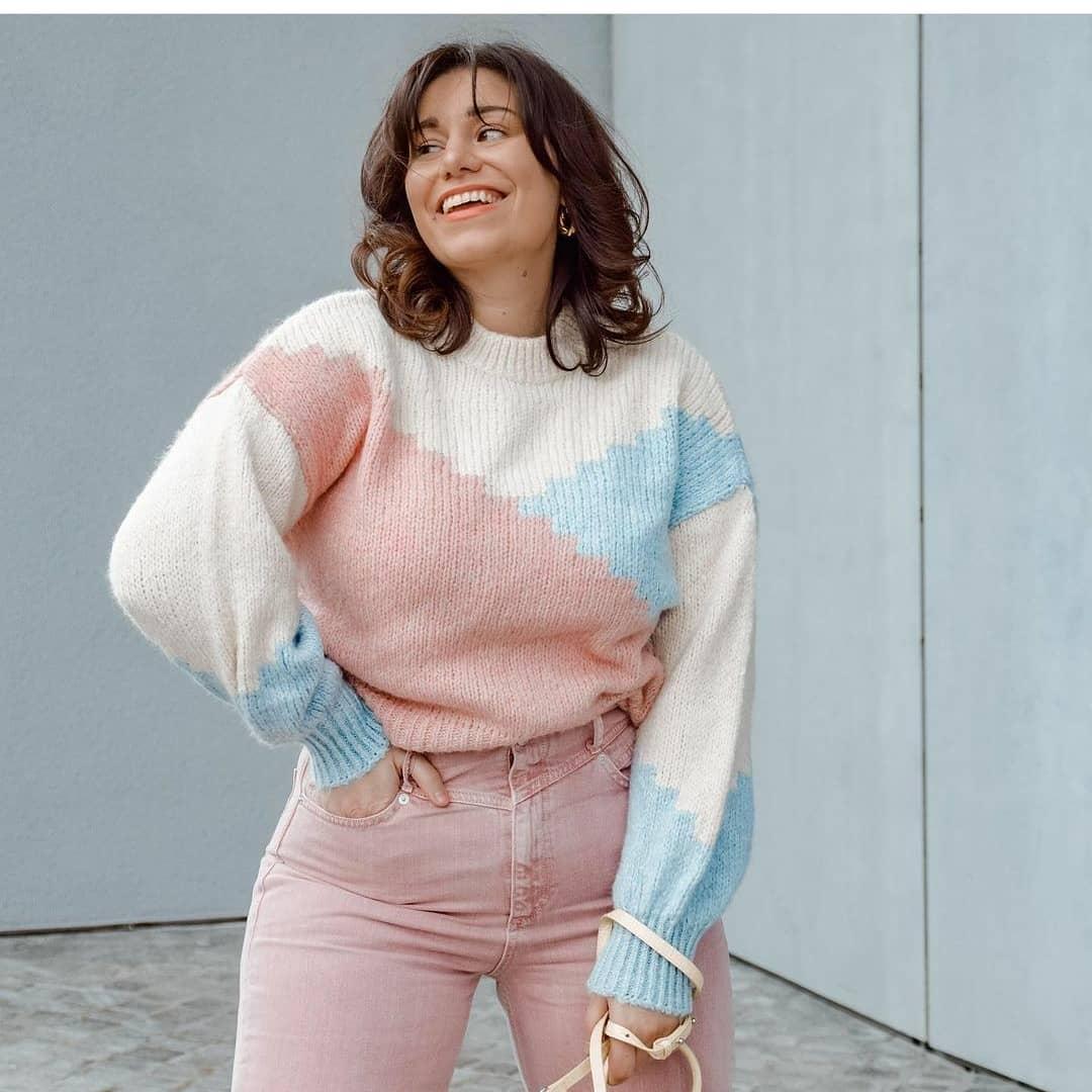 sweater cielita de Mango sur mangooutfits