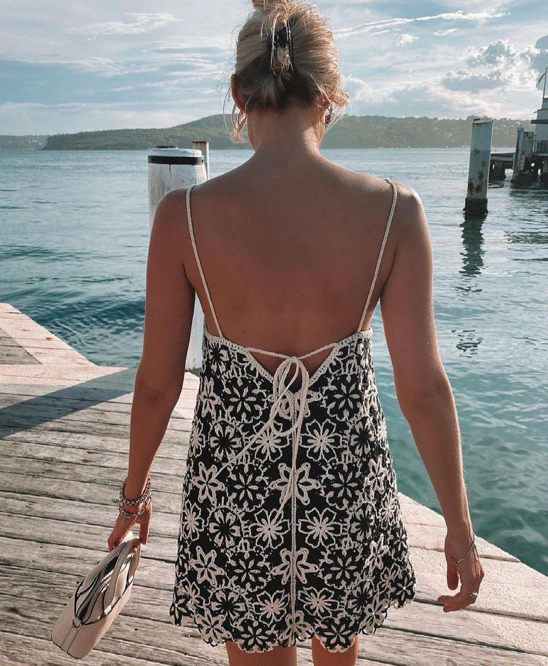 robe courte en crochet de Zara sur zara.outfits
