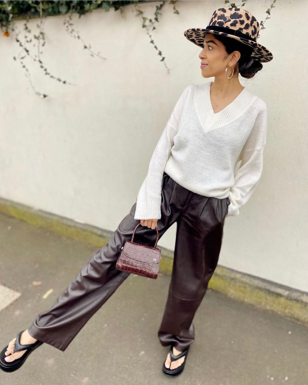 minimalist flat sandals de Zara sur mango.outfits