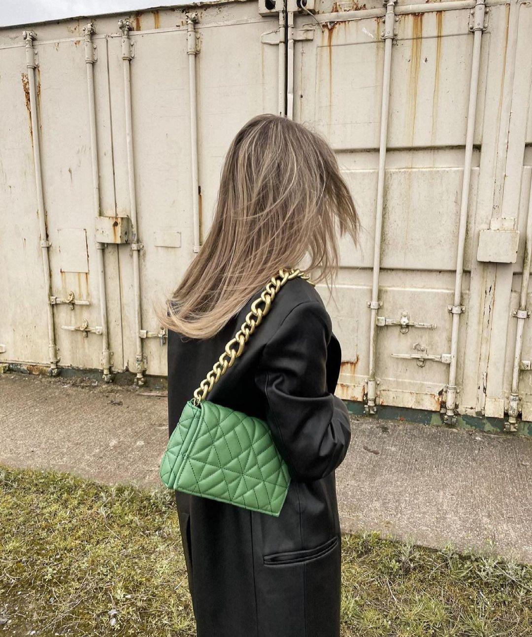 sac porté épaule format moyen matelassé avec chaîne de Zara sur zara.outfits