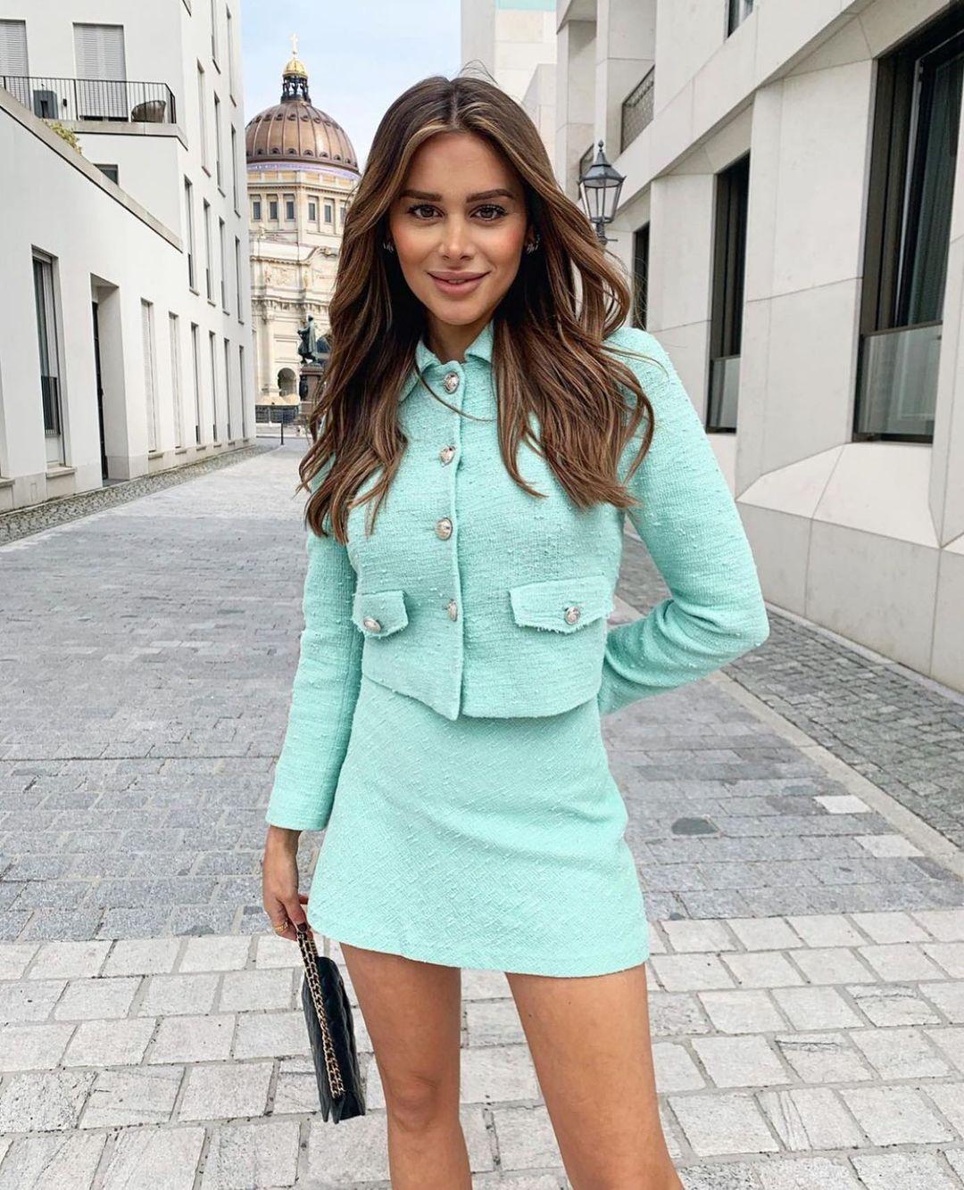 textured mini skirt de Zara sur zarastreetstyle