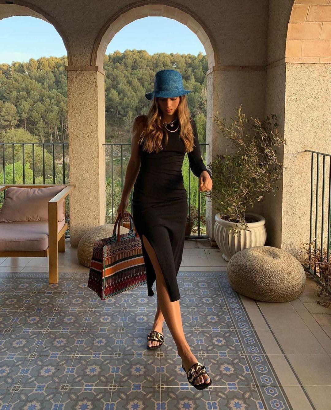 velvet heel sandals with chain de Zara sur zarastreetstyle