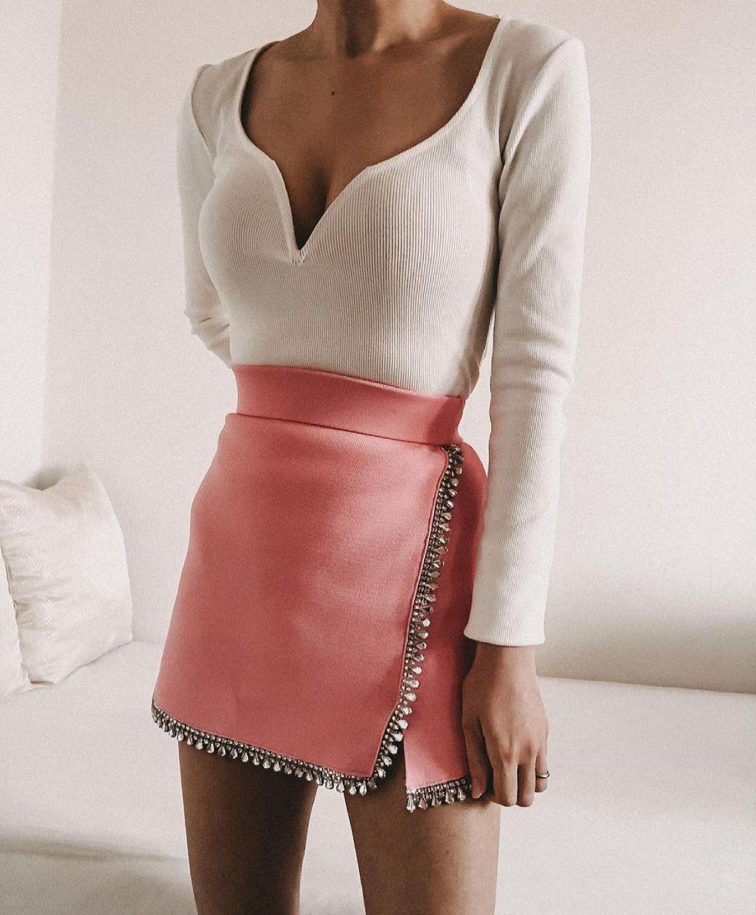 jupe en maille avec appliqués bijoux de Zara sur zara.outfits