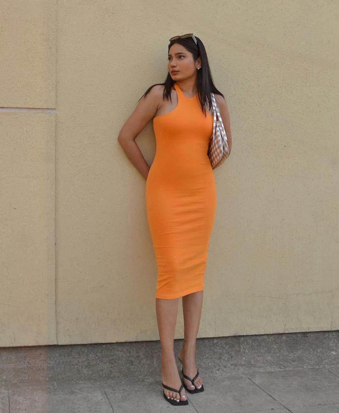 halter neckline fitted dress de Zara sur zara.style.daily