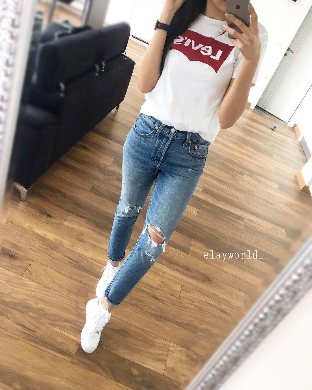 white levis t-shirt de Les Bourgeoises sur elayworld_
