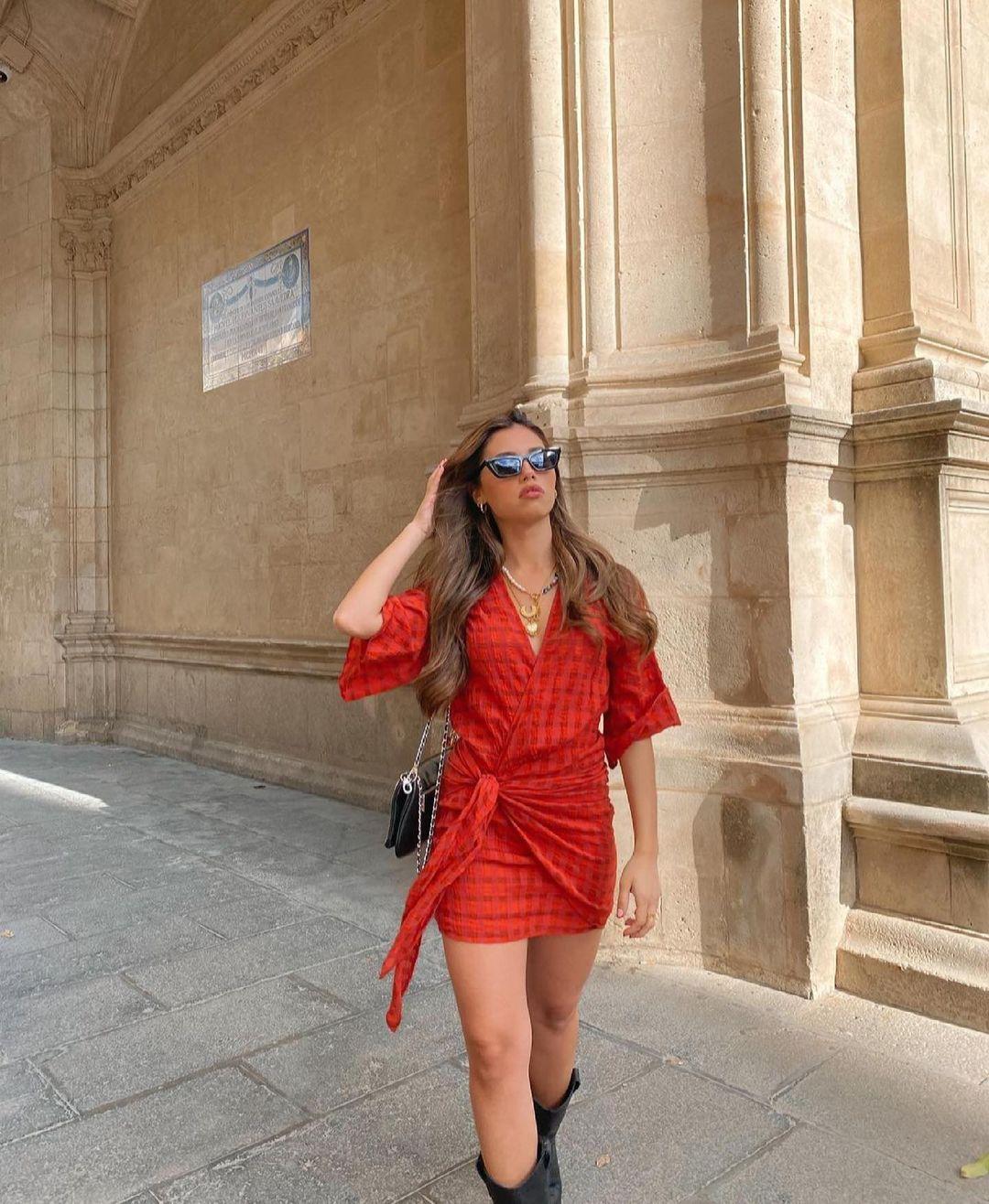 robe courte portefeuille de Zara sur zara.outfits