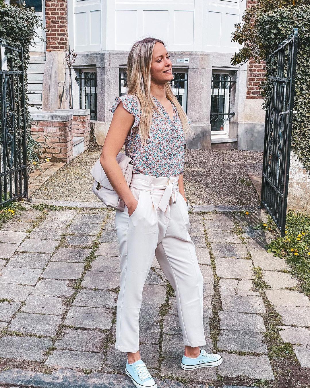 beige trousers de Les Bourgeoises sur lesbourgeoisesofficiel