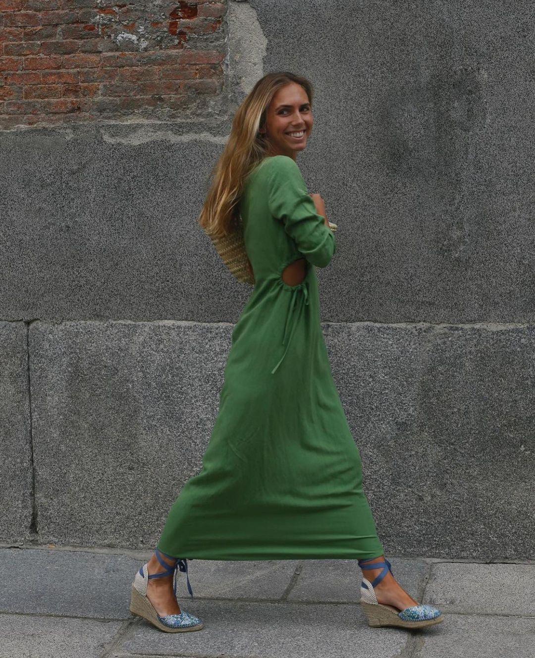cut out dress with linen de Zara sur zaraaddiction