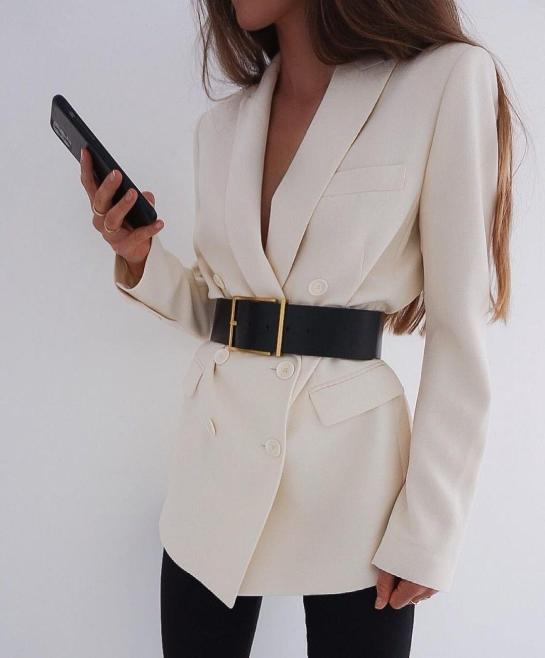 blazer à boutonnage croisé droit de Zara sur zara.outfits