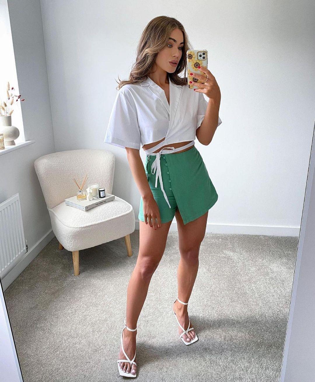 jupe-short à boutons revêtus de Zara sur zara.outfits