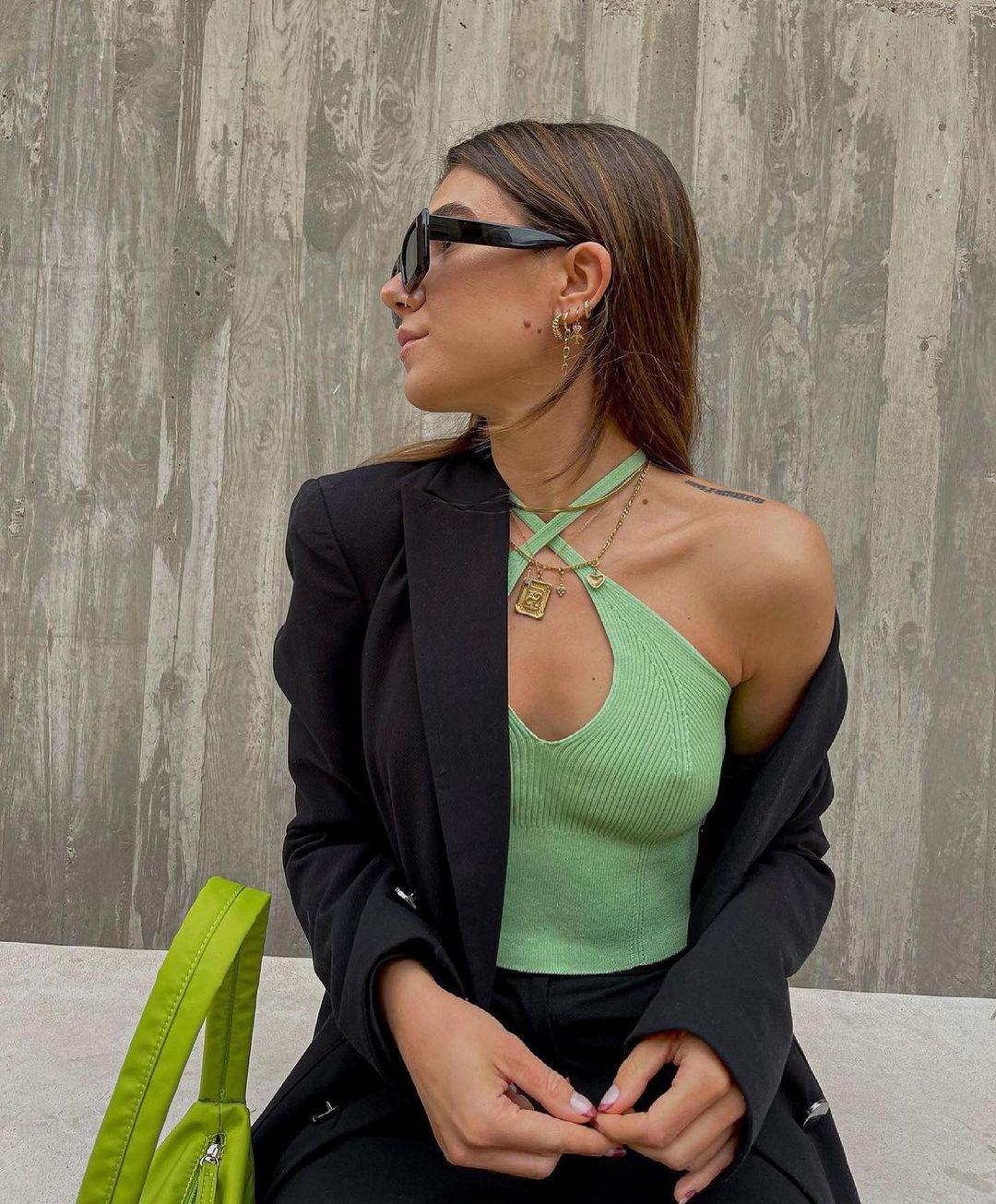 cross neckline top de Zara sur zara.outfits