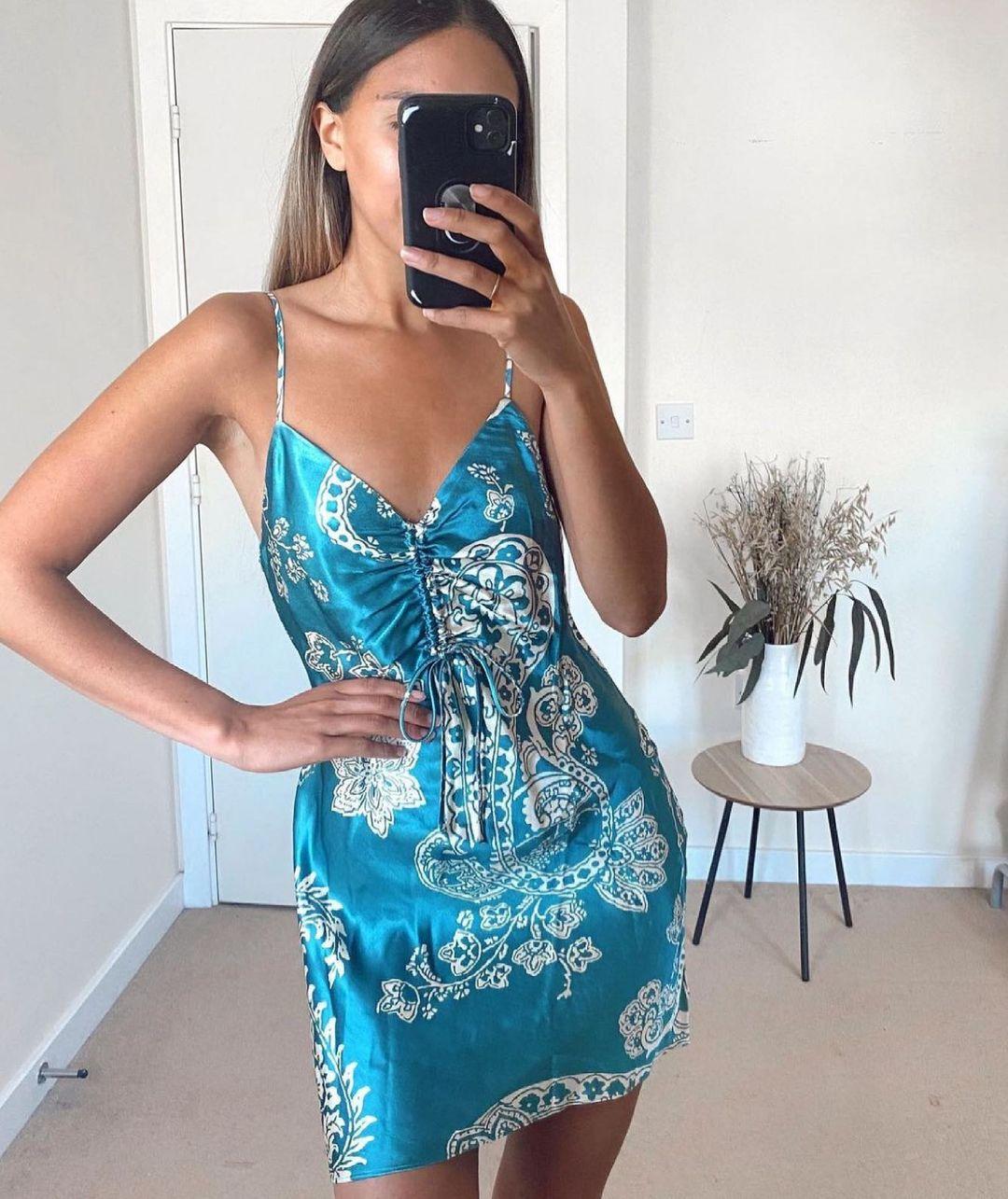 printed satin dress de Zara sur zara.style.daily