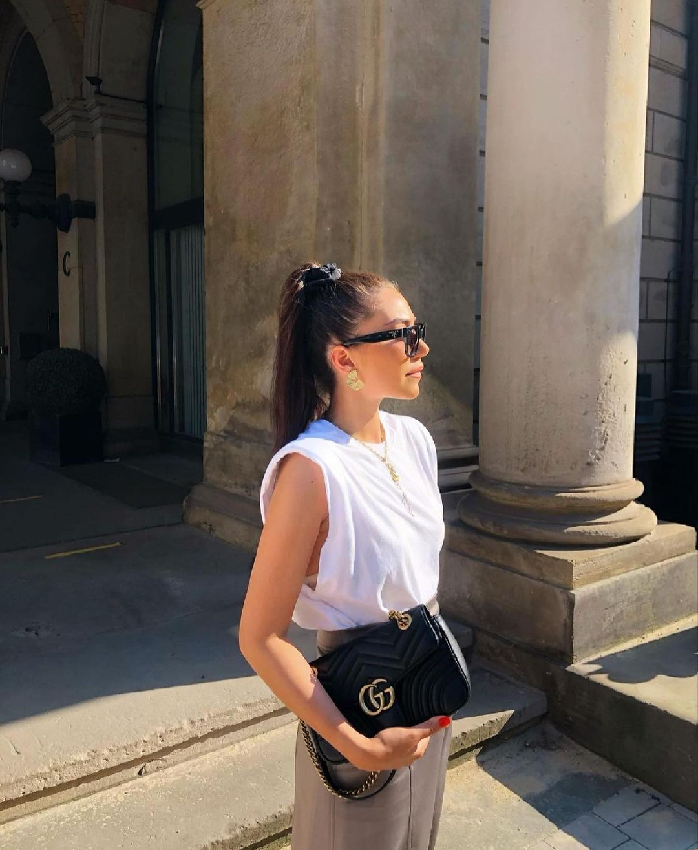 t-shirt with shoulder pads de Zara sur zara.outfits
