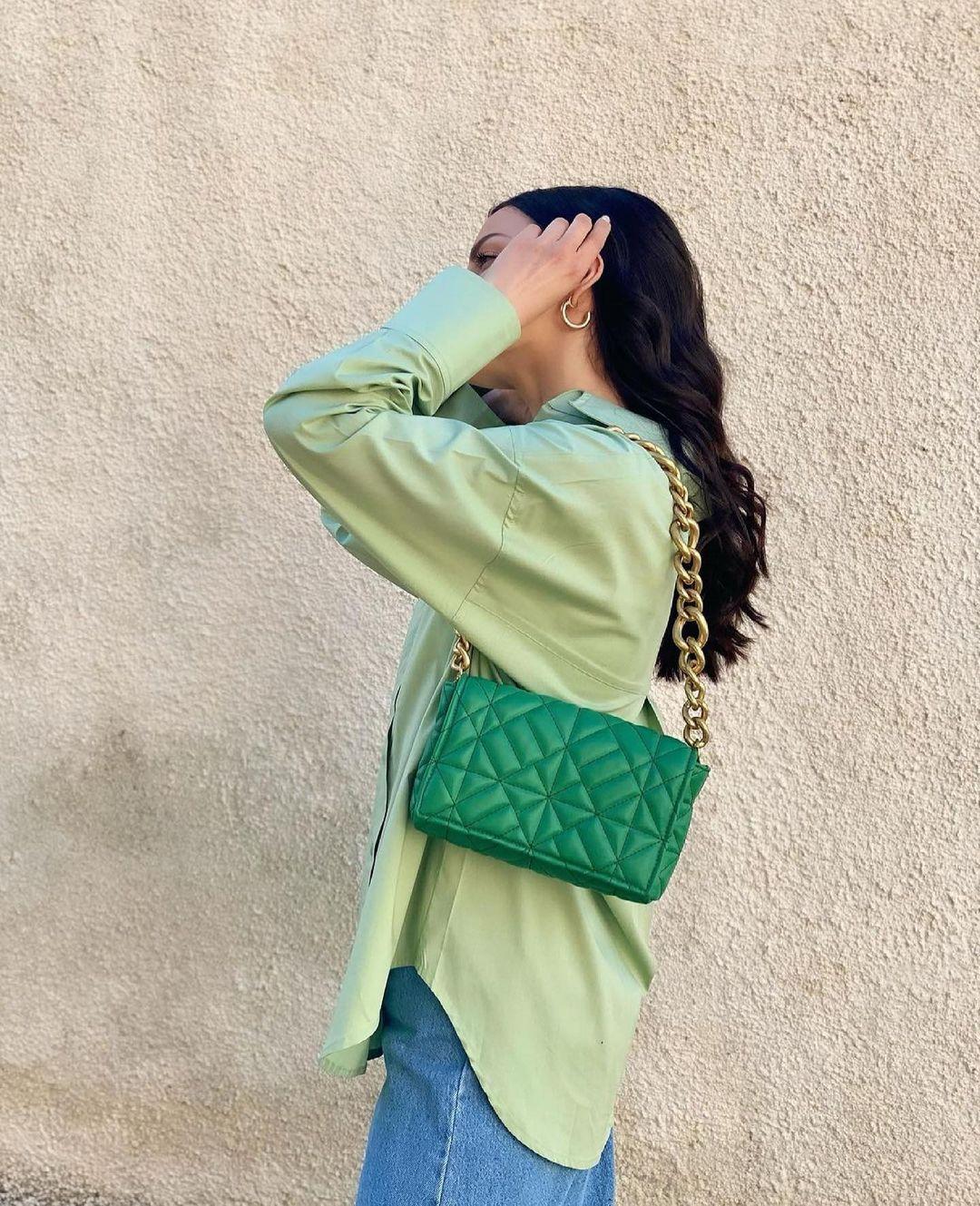 medium quilted shoulder bag with chain de Zara sur zara.outfits