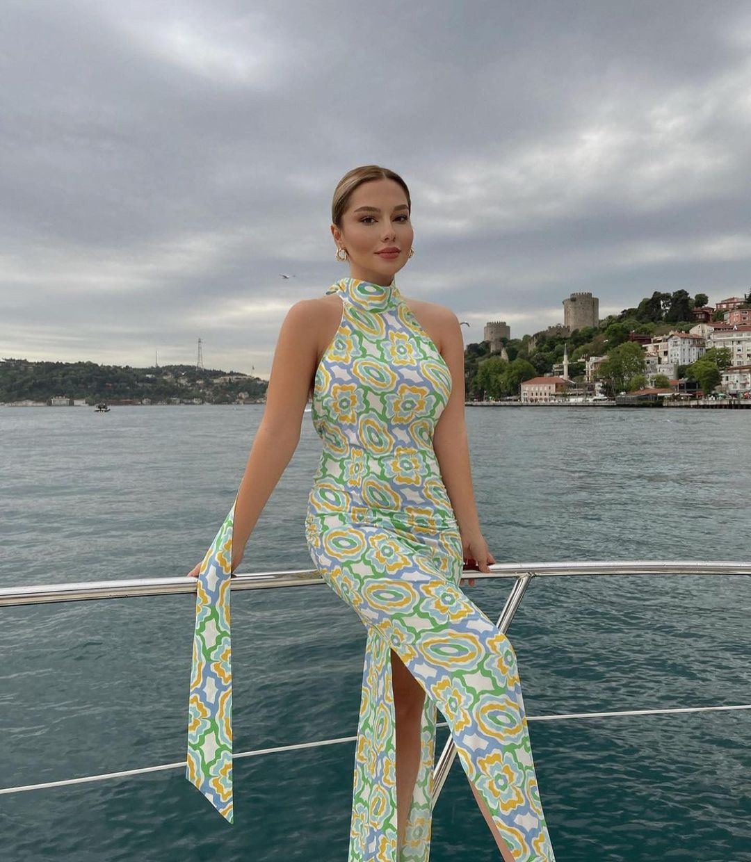 printed mid-length dress de Zara sur zaraaddiction