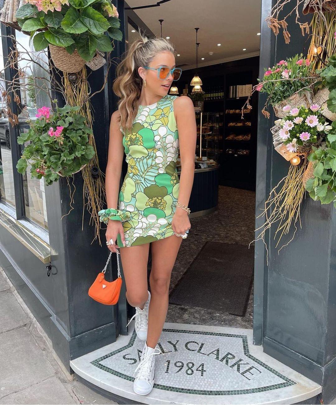 printed dress with scrunchie de Zara sur zarastreetstyle