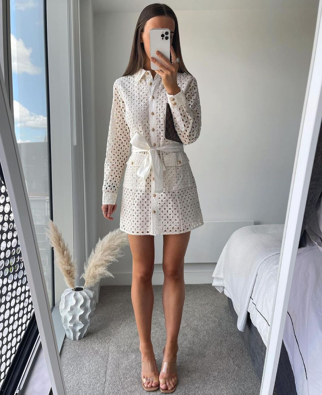 dress with perforated embroidery de Zara sur zara.outfits