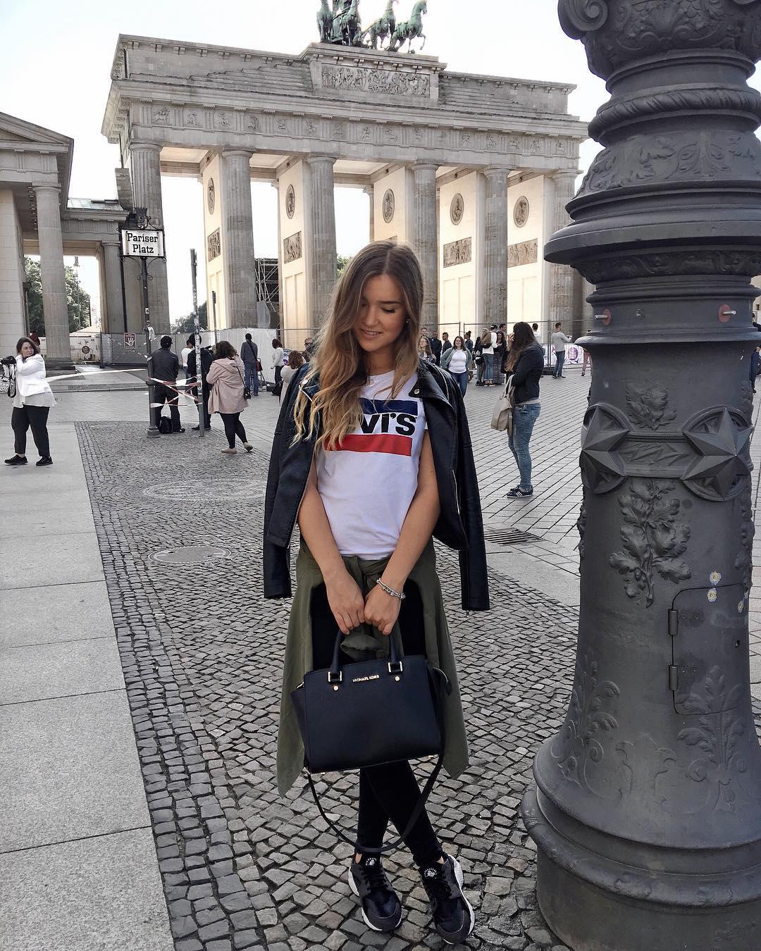 white girls levis t-shirt de Les Bourgeoises sur arina.zaz