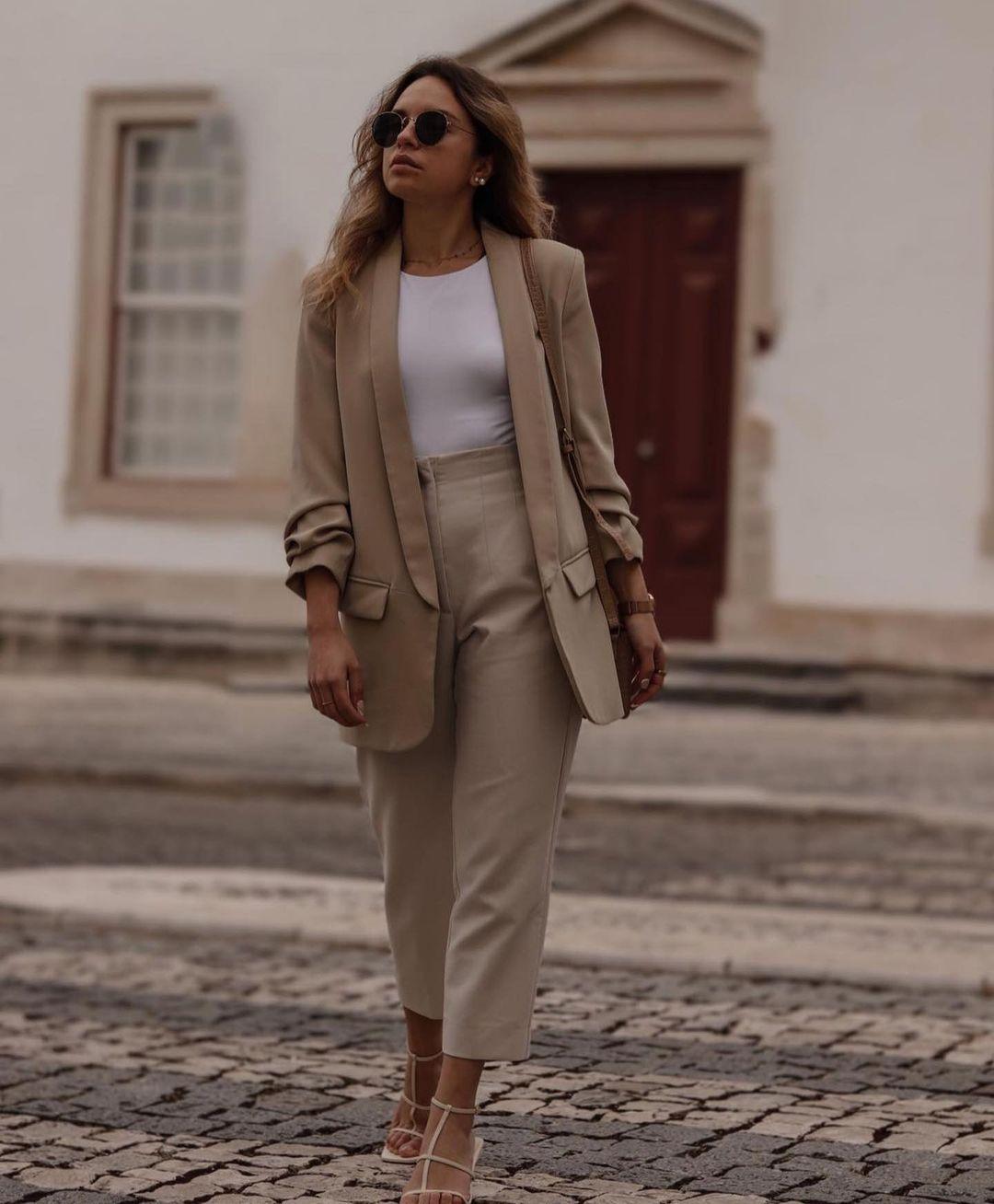 asymmetric body de Zara sur zara.outfits