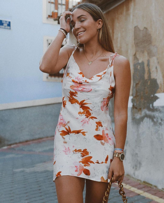 dress with floral print de Zara sur zara.outfits