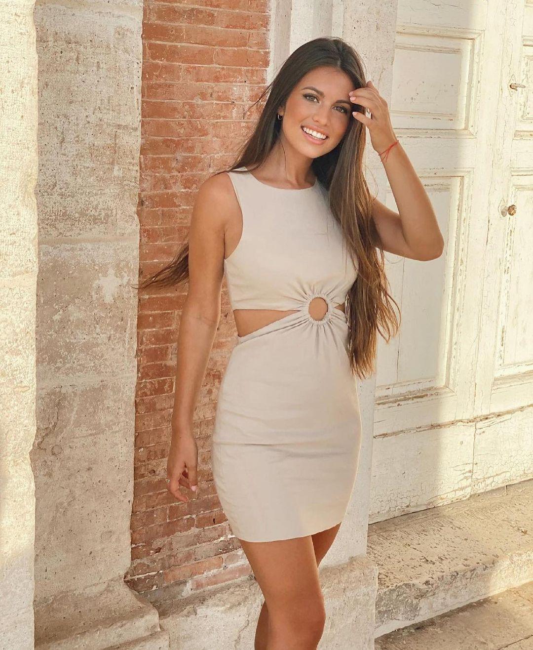 cut out dress with linen de Zara sur zara.outfits