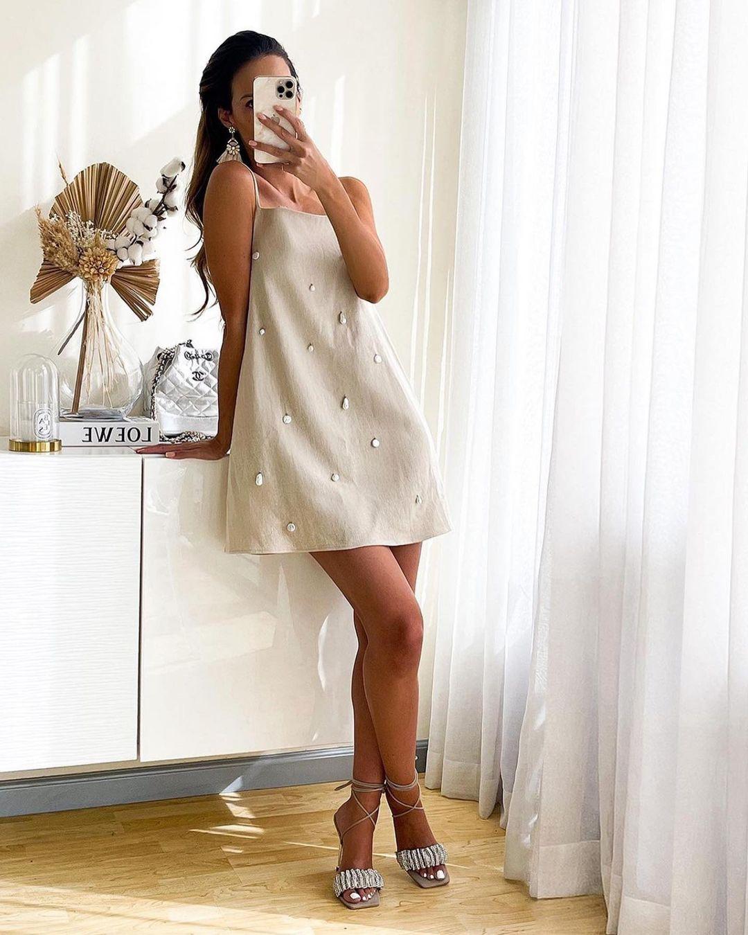 dress containing linen with beads de Zara sur zara.outfits