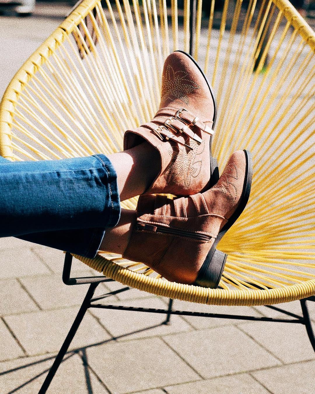 boots noires clous dores vwu de Les Bourgeoises sur lesbourgeoisesofficiel