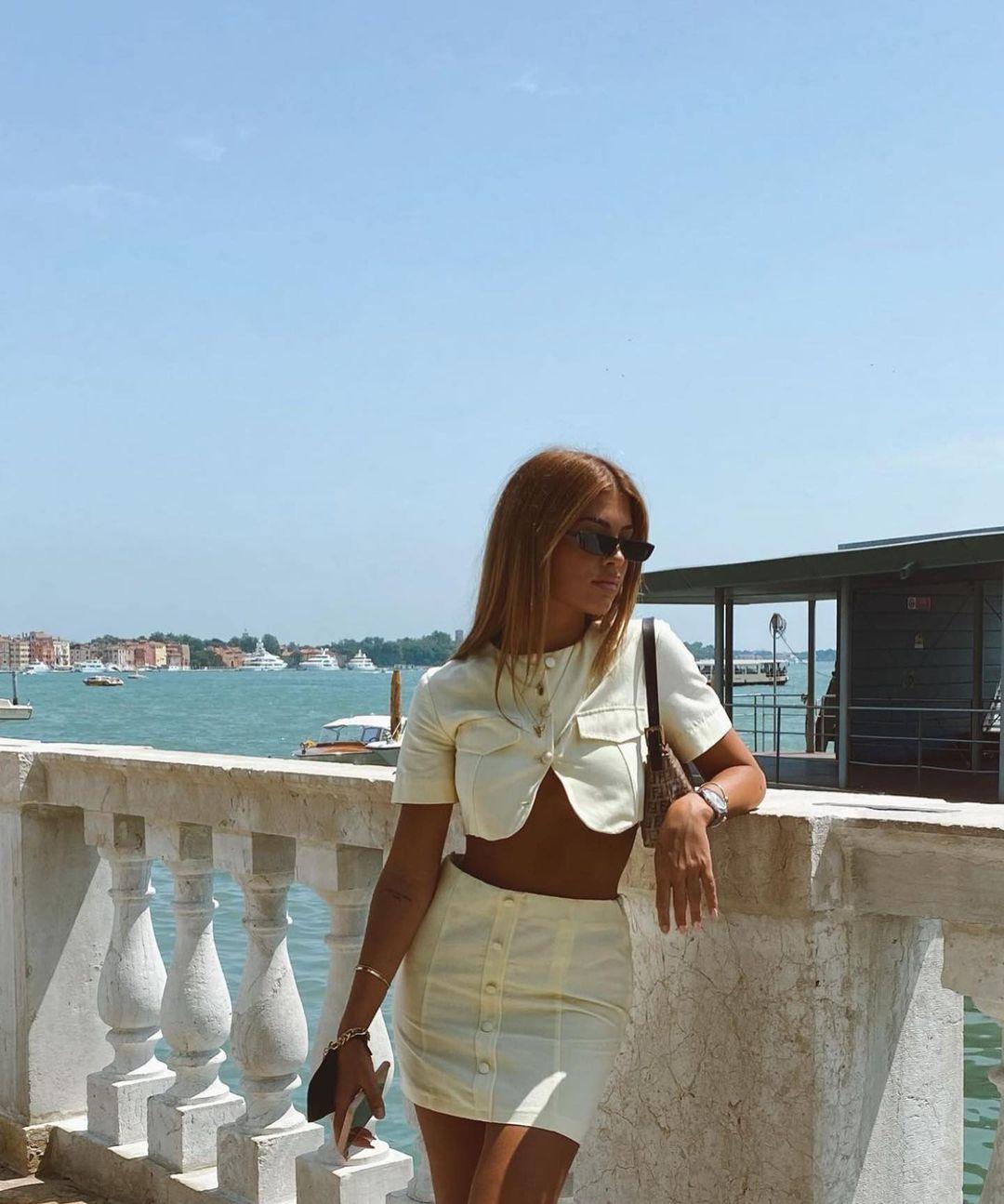 mini skirt with linen de Zara sur zaraaddiction
