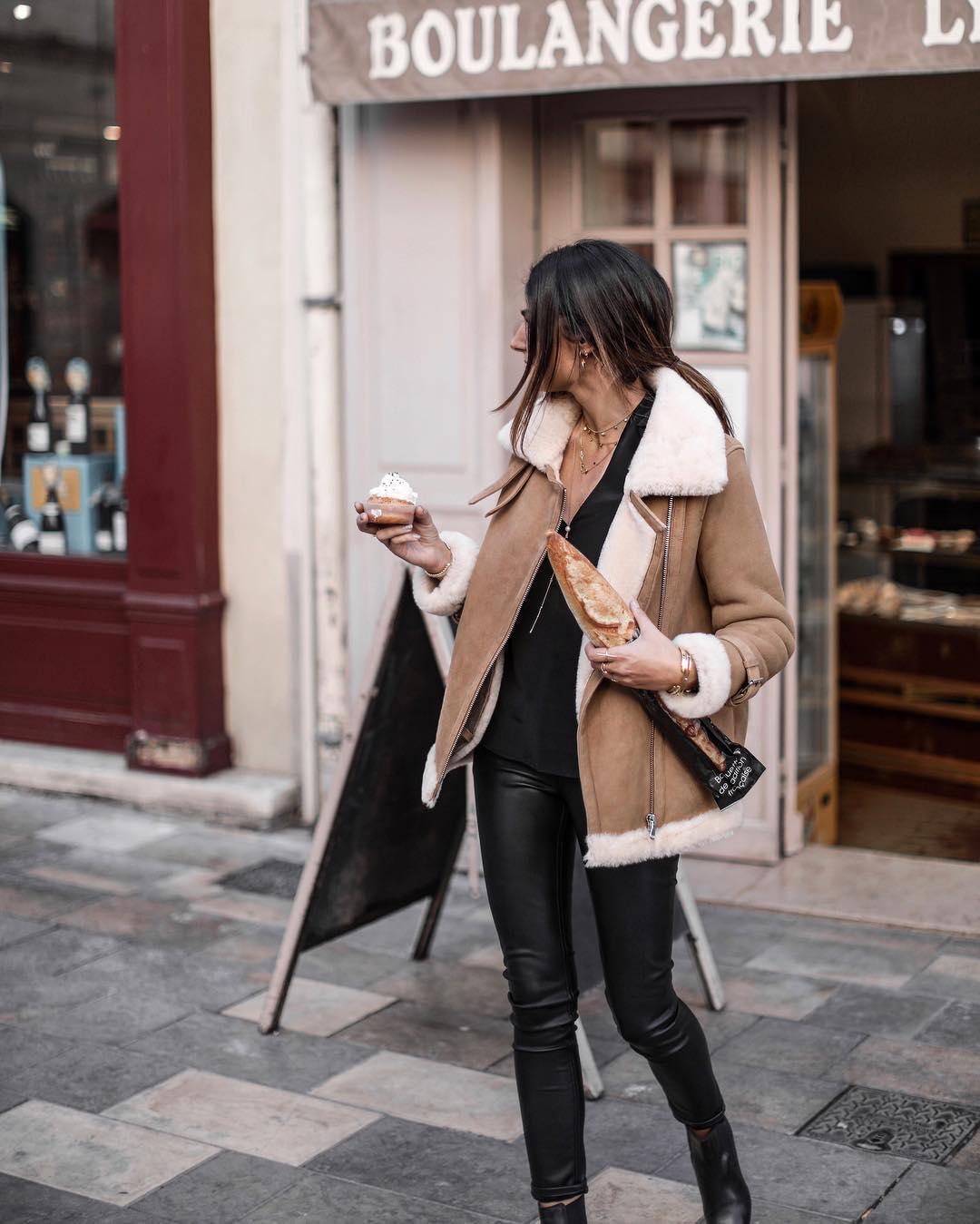 pantalon noir enduit de Les Bourgeoises sur junesixtyfive
