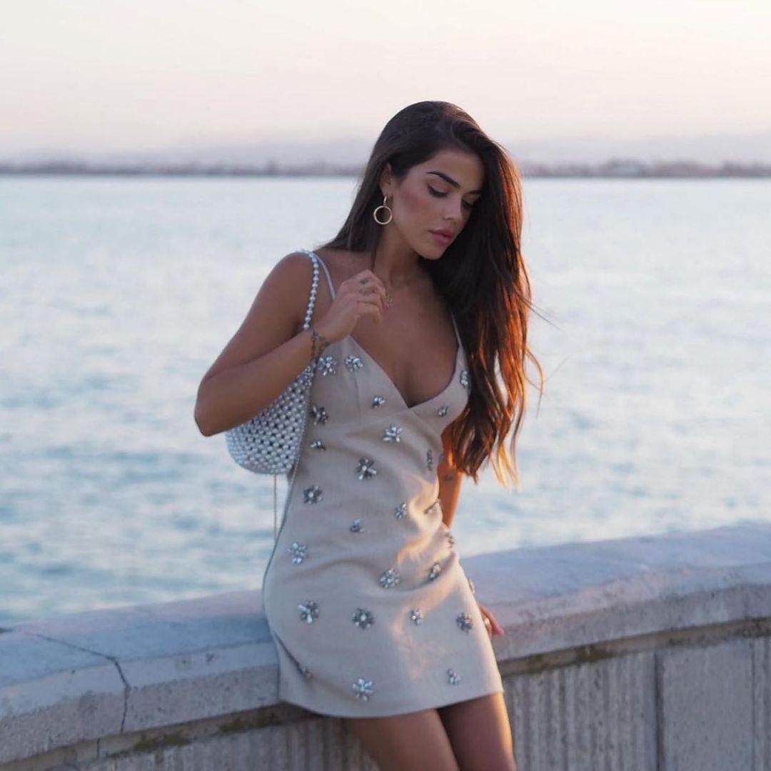 short dress with jewelry de Zara sur zaradiccion__