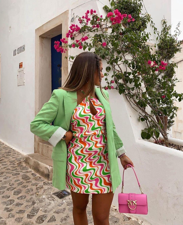 robe en satin imprimée de Zara sur zarastreetstyle
