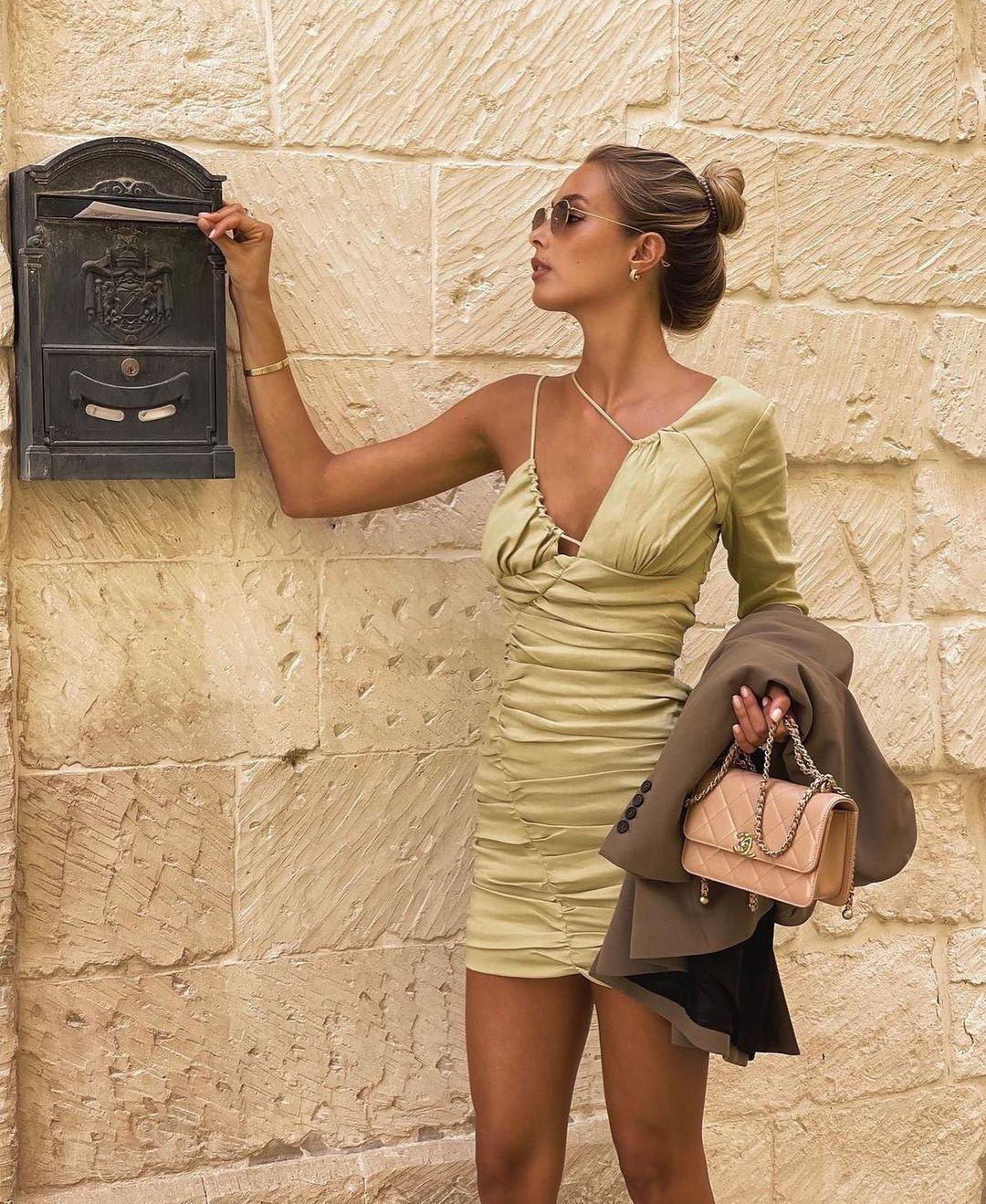 robe avec lin drapée de Zara sur zarastreetstyle