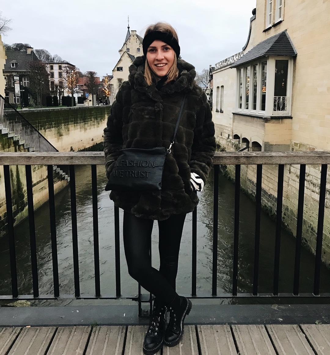 khaki doudou coat de Les Bourgeoises sur loresnijkers_