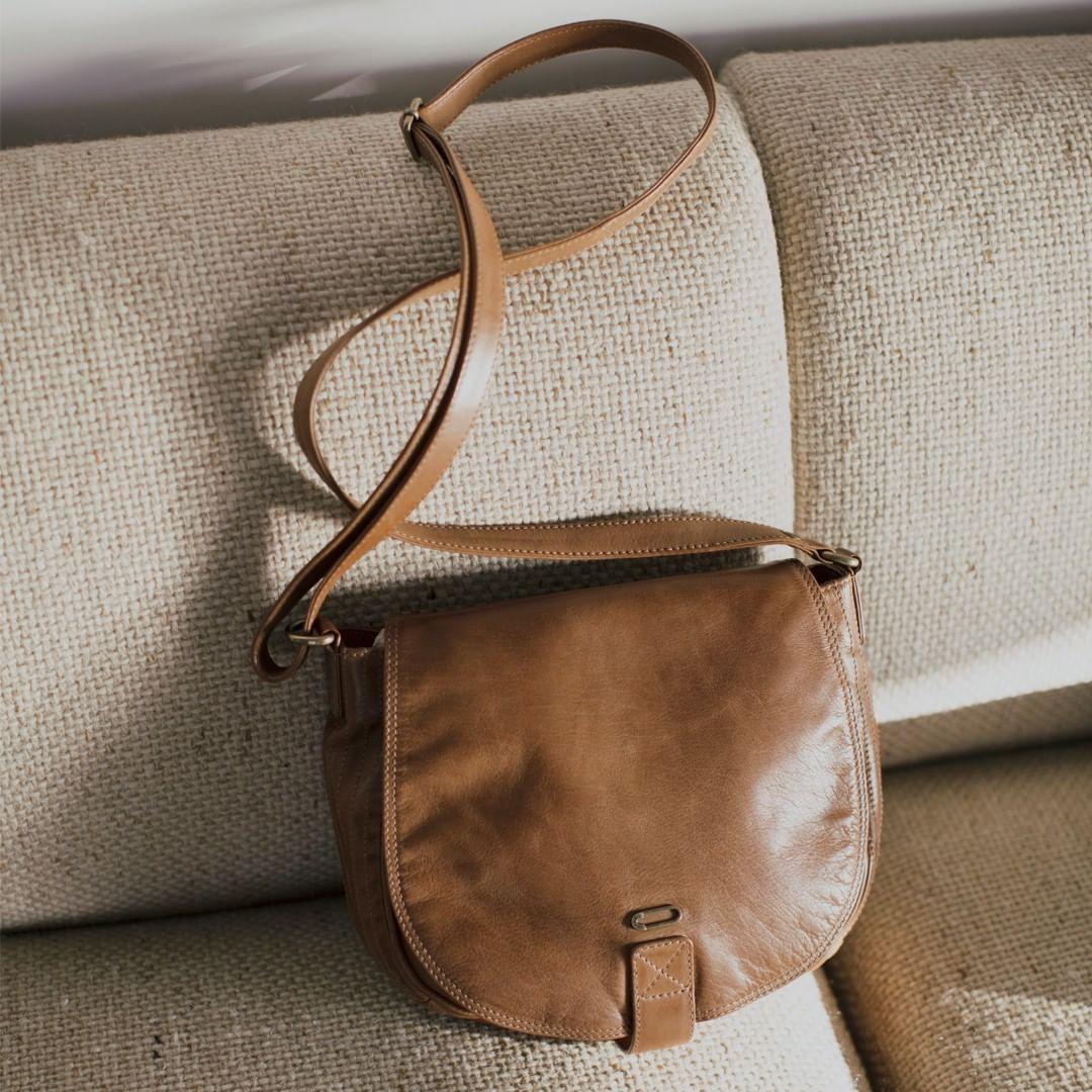 camel leather shoulder bag de IKKS sur ikksofficial