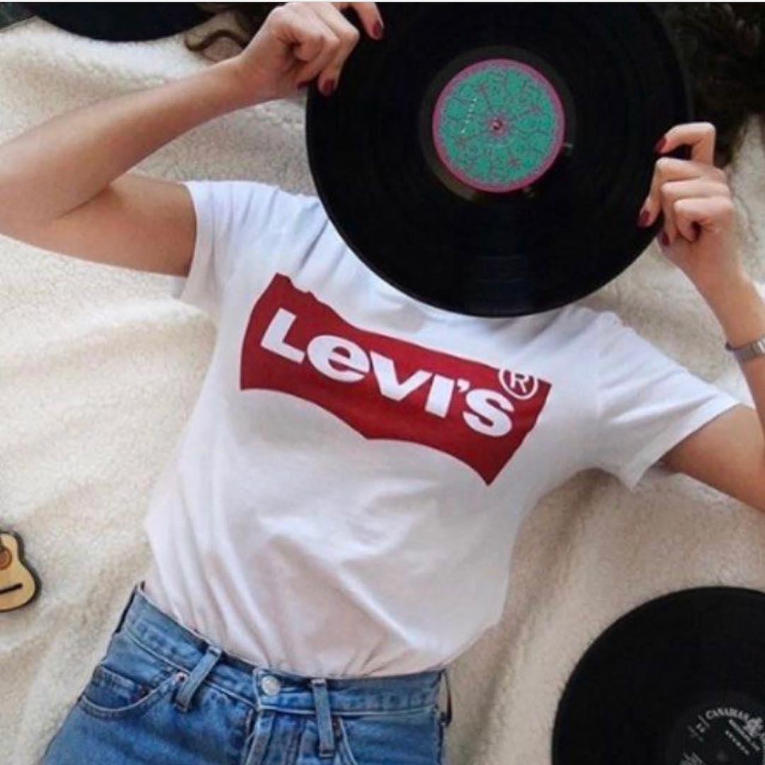 white levis t-shirt de Les Bourgeoises sur mimoda_fashion