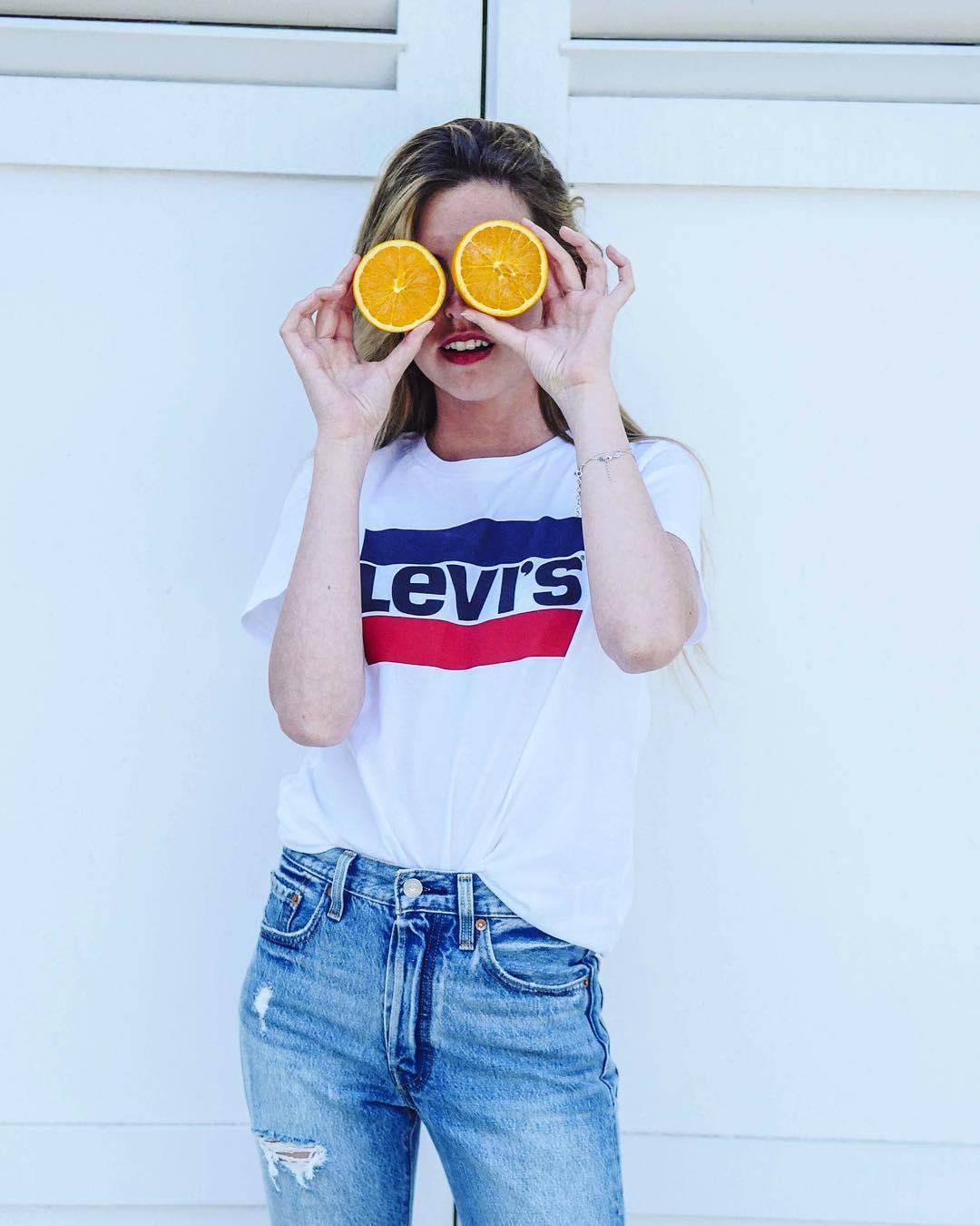 white girls levis t-shirt de Les Bourgeoises sur lesbourgeoisesofficiel
