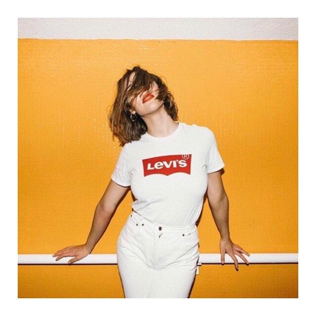 white levis t-shirt de Les Bourgeoises sur levis_belgium