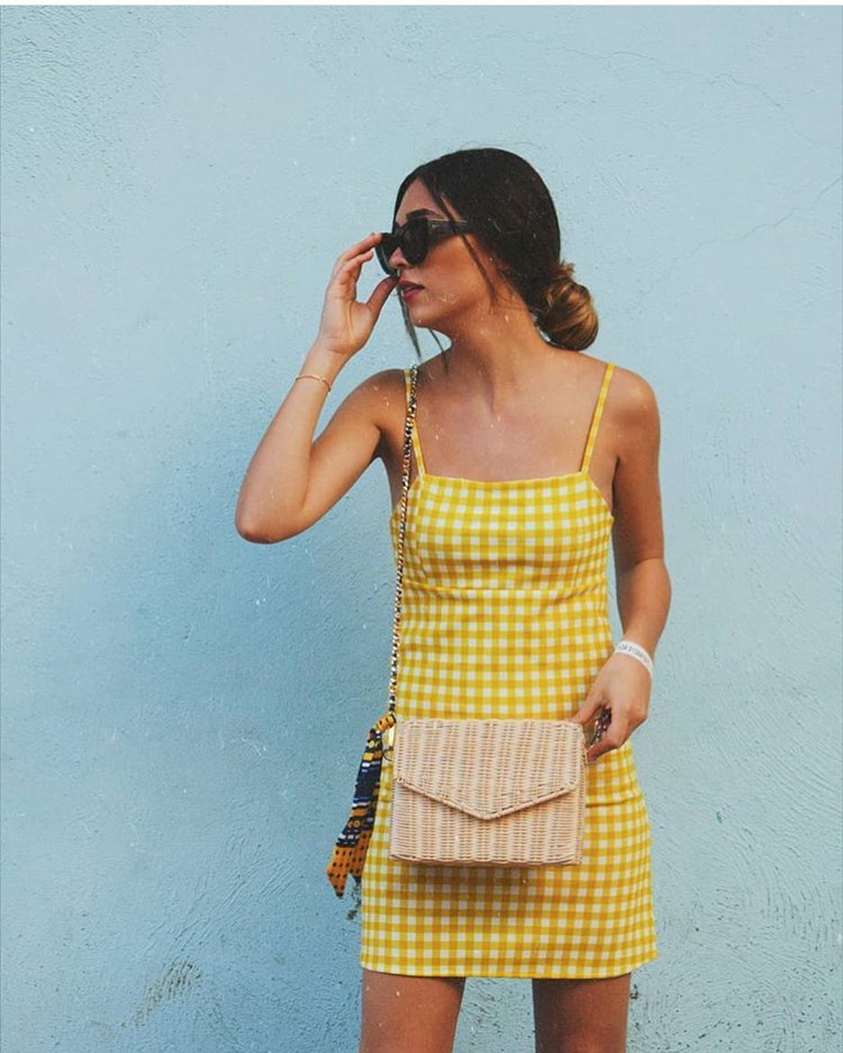mini dress with straps and back detail de Pull and Bear sur pullandbearaddiction