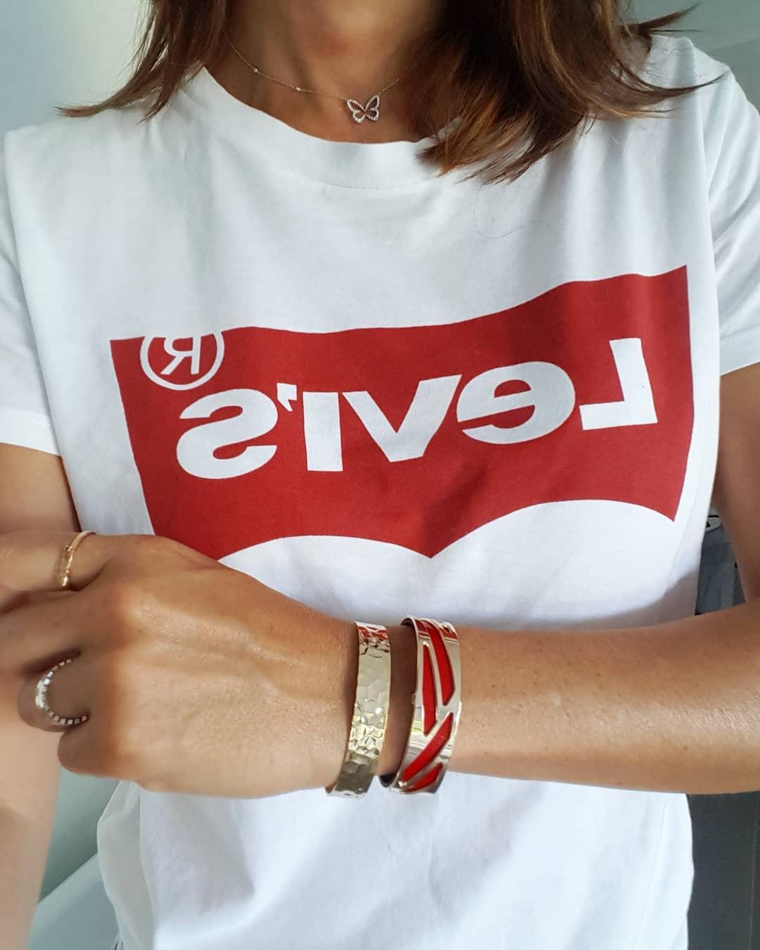 t-shirt levis blanc de Les Bourgeoises sur krojunestyle