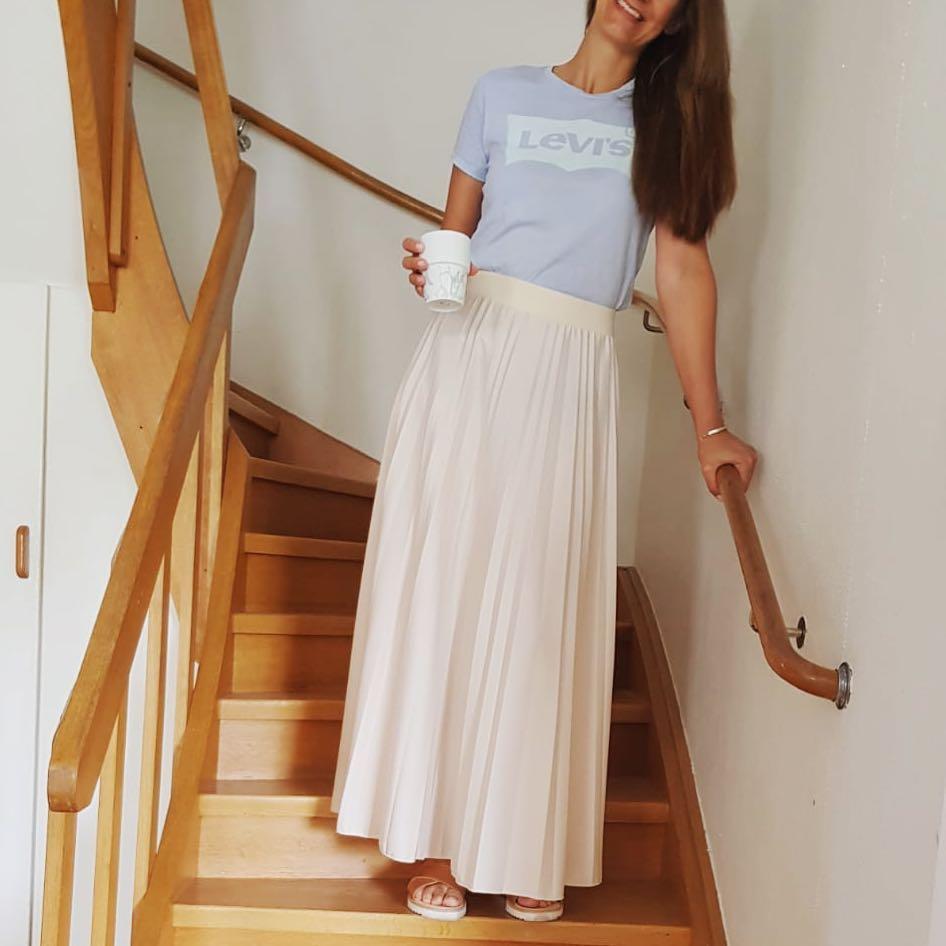 white levis t-shirt de Les Bourgeoises sur momscoffeeandclothes
