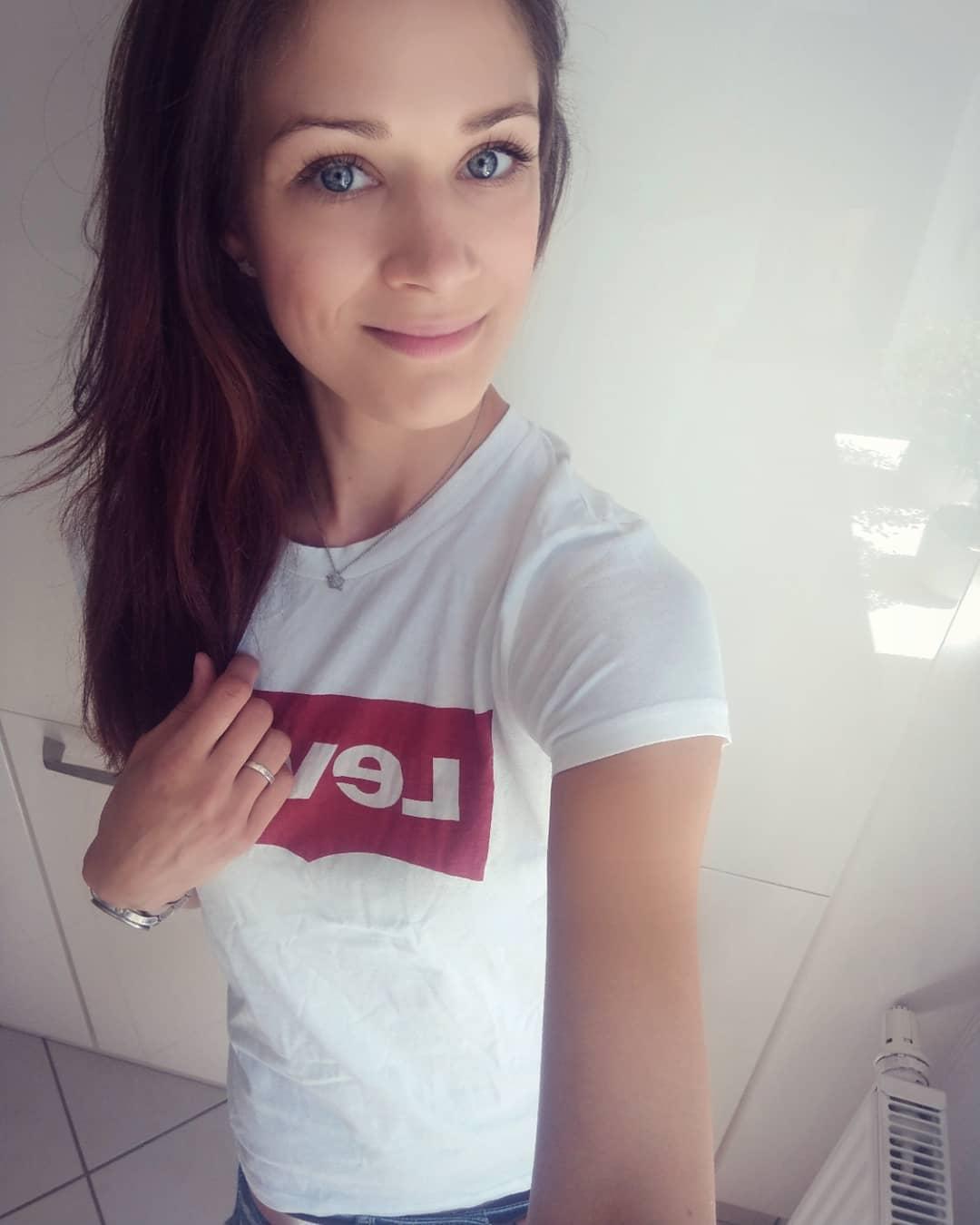 white levis t-shirt de Les Bourgeoises sur white_diamond90