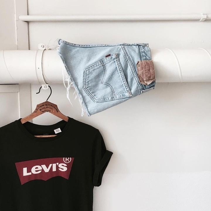 short levis 501 jeans bleu clair tirettes côtés  de Les Bourgeoises sur levis_korea