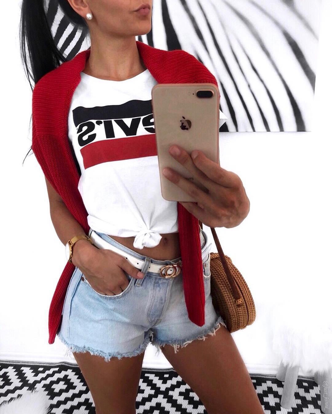 white girls levis t-shirt de Les Bourgeoises sur just_janni_