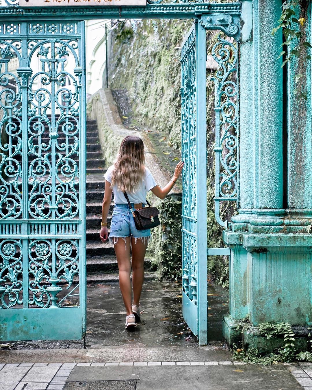 short levis 501 jeans light blue side pulls  de Les Bourgeoises sur leaendys